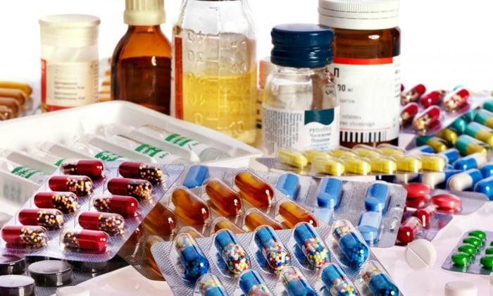 Данных о возможности взаимодействия активных компонентов Артромакса с другими лекарственными средствами нет