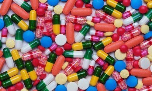 В сочетании с антацидами и средствами, в состав которых входят соли кальция или гидроксид магния, возможно снижение терапевтического эффекта лекарства