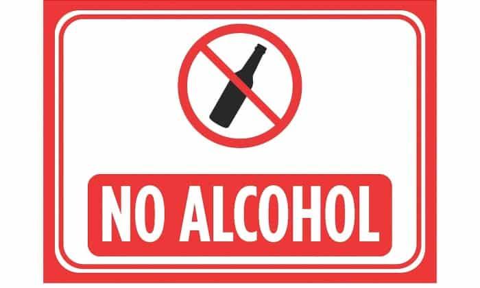Панкреатин нельзя совмещать с алкогольными напитками