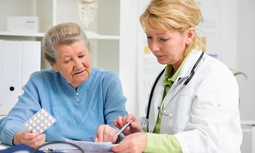 Пожилым пациентам следует принимать препарат осторожно и под наблюдением врача