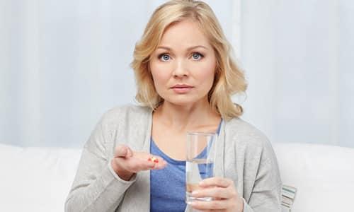 Согласно стандартной лечебной схеме, пациенткам при аднексите назначают 3-5 таблеток трижды в сутки