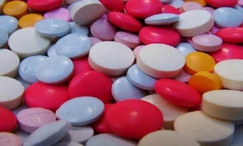 При взаимодействии ферментов с препаратами железа возможно снижение всасывания последних