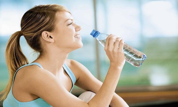 Чтобы предупредить развитие запора, во время терапии нужно пить большое количество воды