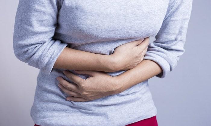Препарат прописывается при синдроме раздраженного кишечника, который проявляется болевыми ощущениями в брюшной полости