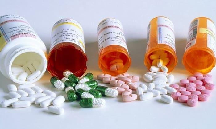 Препарат не рекомендуется употреблять одновременно с антибиотиками, так как в результате снижается активность бифидобактерий
