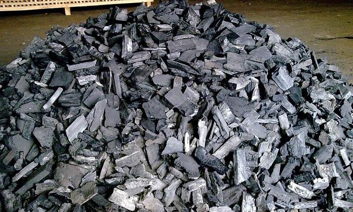 Древесный уголь применяется для борьбы с метеоризмом, помогает восстановиться организму после приема спиртных напитков
