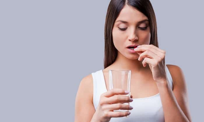 Панкреатин 8000 принимают во время употребления пищи, запивая достаточным количеством воды