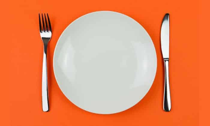 Лекарственный препарат рекомендуется принимать натощак как минимум за 30-60 минут до приема пищи