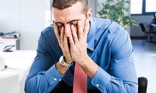 При появлении побочного эффекта в виде сонливости рекомендуется отказаться от выполнения задач, требующих высокой концентрации внимания