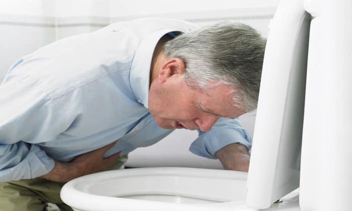 Во время приема Дюспаталина пациента может беспокоить тошнота