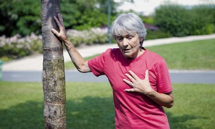 При использовании Церекарда могут наблюдаться давящие боли в груди и приступы удушья