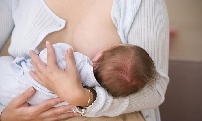 Мнение врачей расходится по поводу того, разрешено ли принимать Л-карнитин во время кормления грудью
